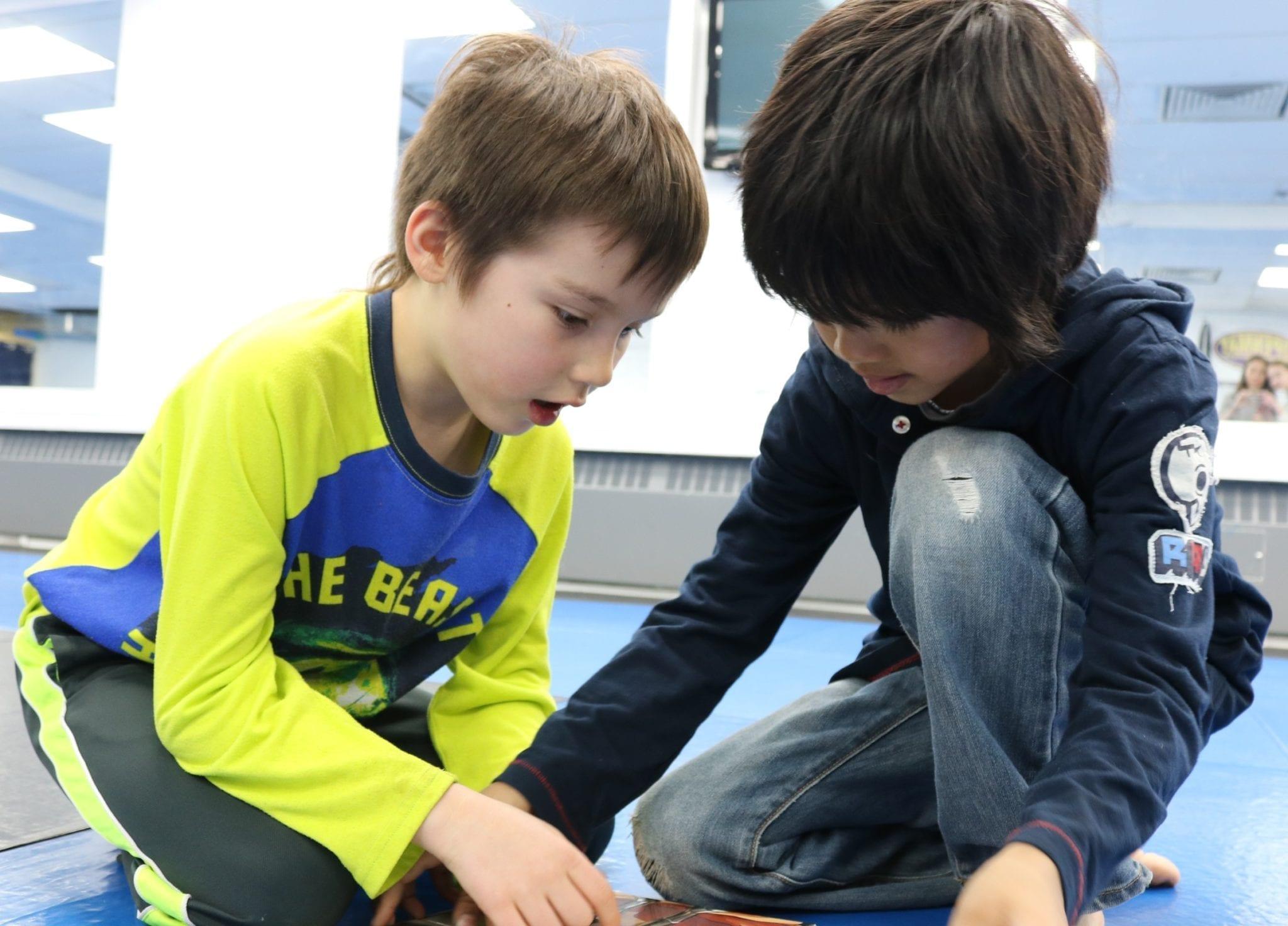2 kids reading at summer camp